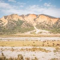 台中苗栗景點-火炎山大峽谷與草原秘境,愛上這壯觀奇景,不登山也能輕鬆拍