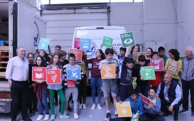 Los alumnos de Geroa Eskola de Trokoniz visitan y donan alimentos al BAA