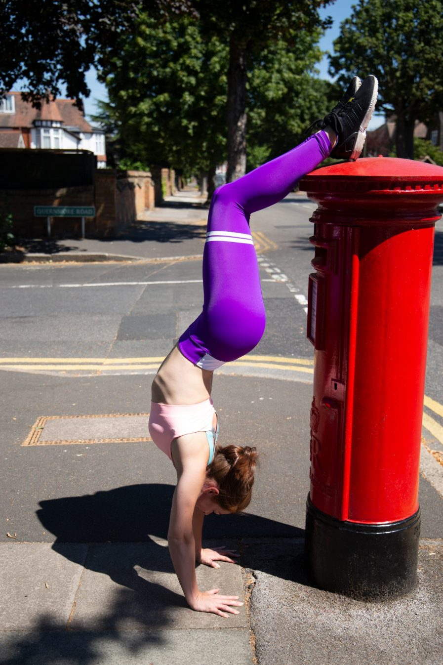 womans purple leggings