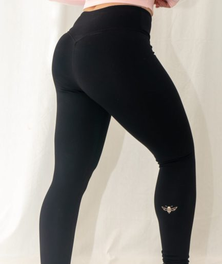 womans black leggings