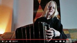 Die Bandoneonistin Judith Brandenburg aus Berlin