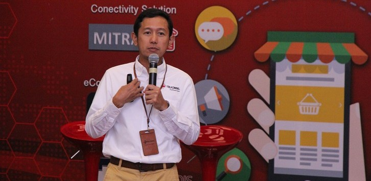 Vice President Enterprise Mobile Product Marketing Telkomsel Arief Pradetya menyampaikan paparan mengenai solusi bisnis terlengkap untuk UKM dalam konferensi pers yang berlangsung di Jakarta (30/10).