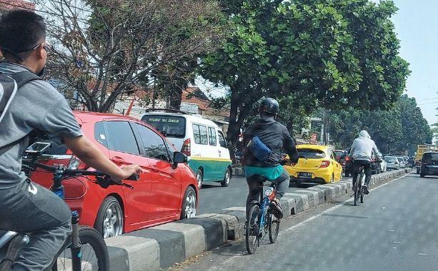 Sepeda Masuk Jalur Cepat Bandung
