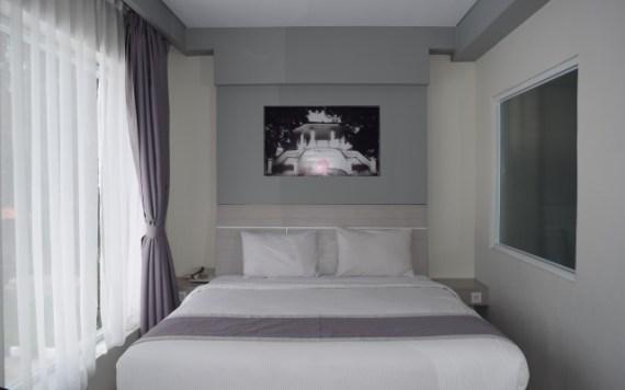 sprei hotel putih