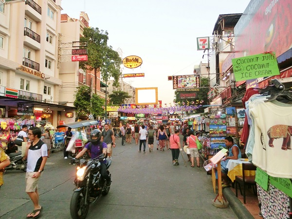 カオサンロード Khaosan road main road center