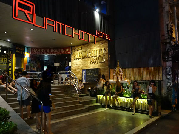 thermae cafe bangkok night