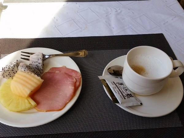 LK Metropole Hotel breakfast fruit pattaya