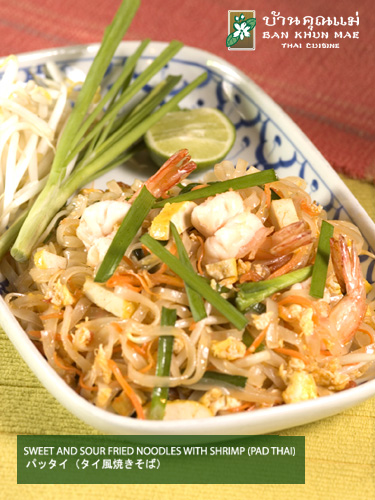 Sweet and Sour Fried Noodles with Shrimp (Pad Thai)
