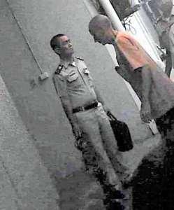 Clark arrives at Bangkok courthouse