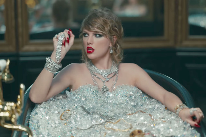 Look-What-You-Made-Me-Do-Full-Song-Lyrics-Taylor-Swift