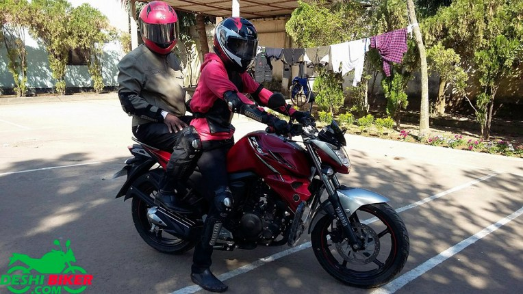 FZs V2 with Pillion