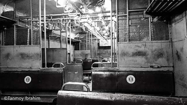 বন্ধ লোকাল ট্রেন (local train) – কেন মোদীর পথে চলছেন মমতা?