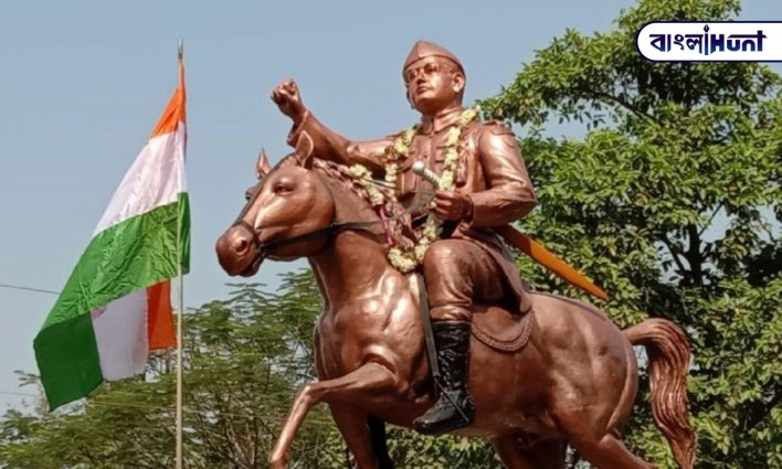 An autowala erected a 13-foot-tall statue of Netaji with the saved money in basirhat