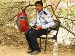 jnu security guard to student