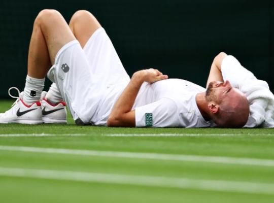 Mannarino a térdsérülése után Wimbledonban