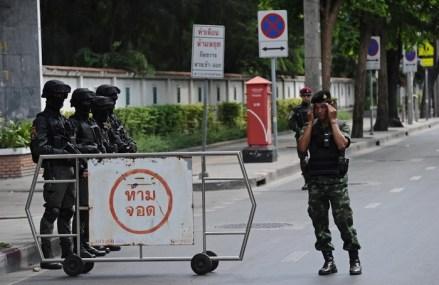 Cel puţin 11 morţi, după ce un microbuz cu pasageri s-a răsturnat pe o autostradă în Thailanda
