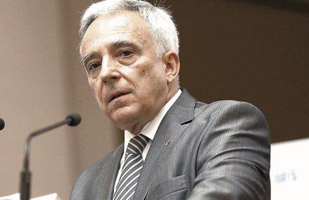 Prima ieşire publică a guvernatorului BNR de la izbucnirea crizei. Cursul de schimb s-a stabilizat, dobânzile au scăzut, iar retragerile de numerar de la bănci s-au redus, după ce a fost depăşit vârful tensiunilor financiare generate de criza COVID -19