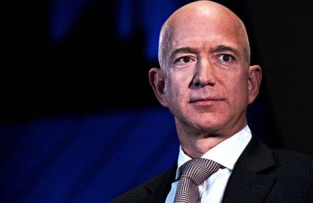 Jeff Bezos, cel mai bogat om din lume, a fost numit cel mai important om de business din ultimii zece ani