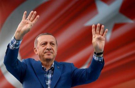 Recep Erdogan a cedat: După ce Grecia şi Franţa au început exerciţiile militare în Mediterană, preşedintele Turciei a ales calea dialogului şi diplomaţiei