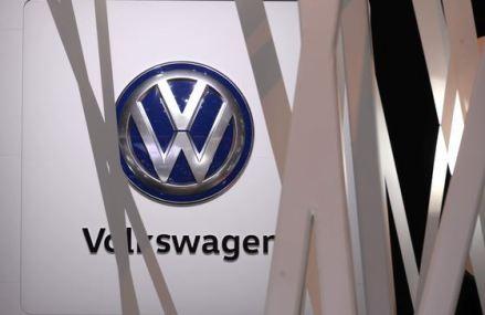 """În timp ce francezii de la Renault restructurează, nemţii de la Volkswagen şi-au regăsit """"iubirea"""" pentru China şi investesc 2 miliarde euro în maşini electrice"""