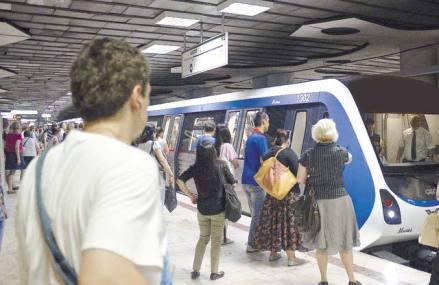 Furnicar de corporatişti: Staţia de metrou Aurel Vlaicu a înregistrat în 2018 aproape 8 milioane de călătorii şi a devenit cea mai aglomerată din Bucureşti