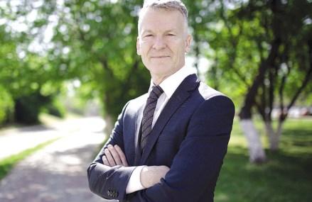 O nouă întâlnire, o nouă promisiune: Ian Pearson, preşedintele Ford România, s-a întâlnit din nou cu ministrul transporturilor: Lucrările la DX Craiova-Piteşti încep în septembrie