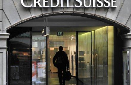 Una dintre cele mai mari bănci din Elveţia anunţă că îi va taxa pe bogaţi: Depozitele bancare de peste 1 milion de euro vor avea o dobândă negativă de 0,4%, ceea ce înseamnă că milionarii nu vor mai câştiga din dobândă, ci vor plăti ei banca ca să-şi ţină banii în siguranţă
