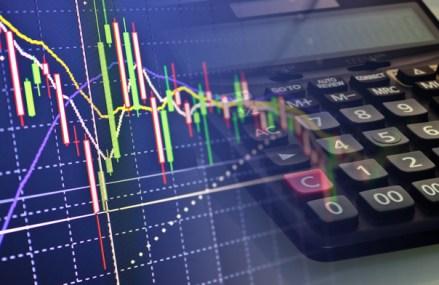 Cele mai mari bănci din lume cred că în 2020 dolarul va scădea în raport cu euro, prognozele indicând o creştere a cursului chiar până la 1,16 dolari/euro, de la 1,10 dolari/euro acum