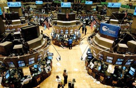 Wall Street-ul a încheiat marţi cel mai prost trimestru din 1987 încoace: Indicele Dow Jones are minus 23,2%, indicele S&P 500 are o scădere de 19,8%, iar Nasdaq Composite înregistreză minus 11,8% la nivelul primelor trei luni ale anului
