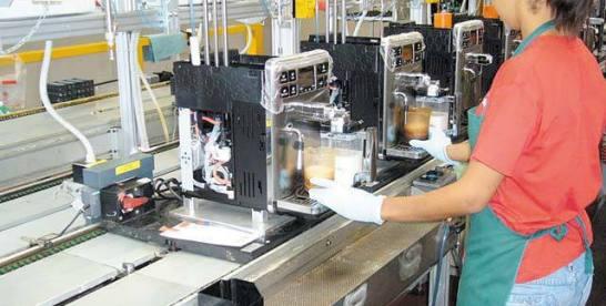 De'Longhi caută peste 130 de oameni pentru fabrica de espressoare de cafea din Jucu. Compania a avut anul trecut un număr mediu de 2.170 de angajaţi, potrivit datelor publice