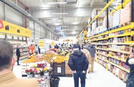 """Pariu pe formatul de discount. Carrefour apasă pedala de acceleraţie la Supeco şi deschide trei magazine într-o zi. Urmează cartierul """"dormitor"""" Militari"""