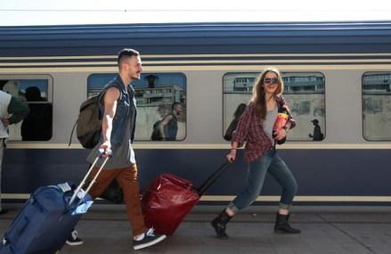 CFR Călători repune în circulaţie trenurile suspendate. Care sunt condiţiile în care vor circula pasagerii