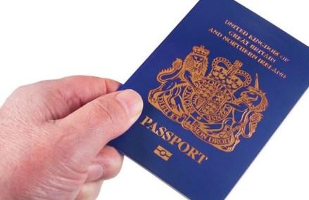 Noul paşaport britanic va fi albastru şi produs în Polonia