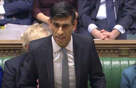Ministrul britanic al finanţelor se concentrează pe locurile de muncă, cu un program de 2,5 mld. $ pentru tineri