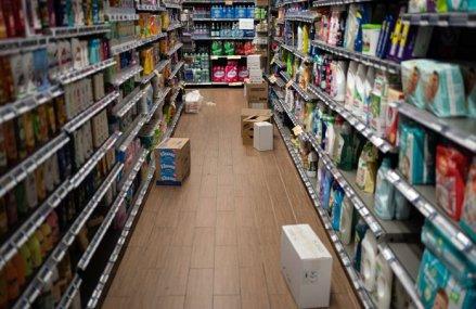 Metoda inedită pe care a găsit-o un supermarket pentru a descuraja oamenii să cumpere în exces produse de dezinfectat