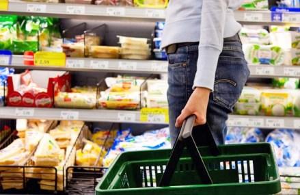 """Etichetele fără E-uri: """"Clean label"""" reprezintă noul trend în industria alimentară ce constă în eliminarea conservanţilor şi a substanţelor de sinteză din alimente"""