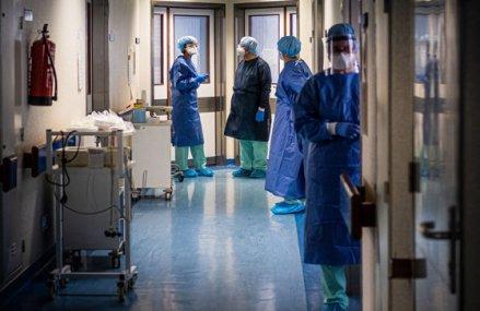 Situaţie dezastruoasă la Spitalul Judeţean din Galaţi: Focarul de COVID-19 a pus stăpânire pe instituţie, zeci de medici s-au infectat, iar unitatea nu mai face internări