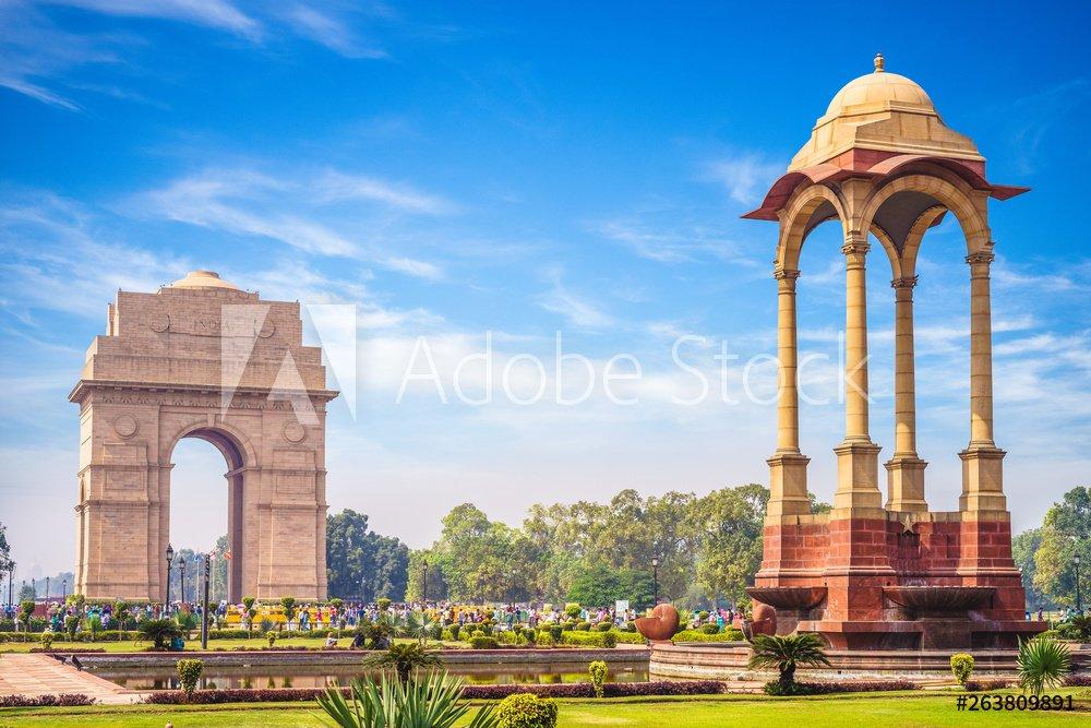 Canopy and India Gate in New Delhi, India, dehradun to delhi taxi service