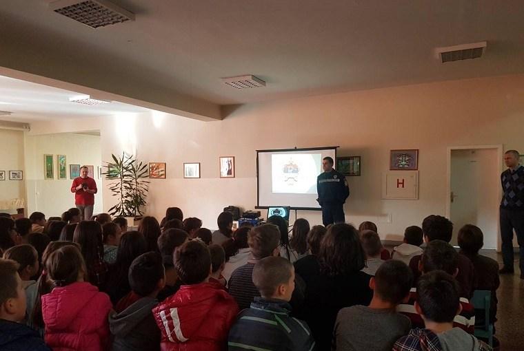 MUP održao predavanje osnovcima o bezbjednosti na društvenim mrežama