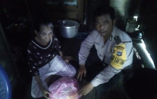 Bhabinkamtibmas Basirih Selatan Peduli Terhadap Warga Kelurahan Binaannya