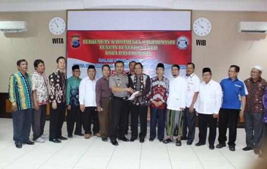 Kapolresta Banjarmasin Sambut Hangat Kedatangan Para Undangan Yang Tergabung Dalam Forum Kerukunan Umat Beragama