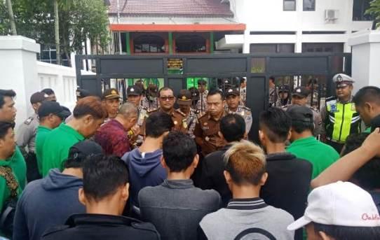 Polresta Banjarmasin : Amankan Aksi Unjuk Rasa Damai, Puluhan Personel Berjaga