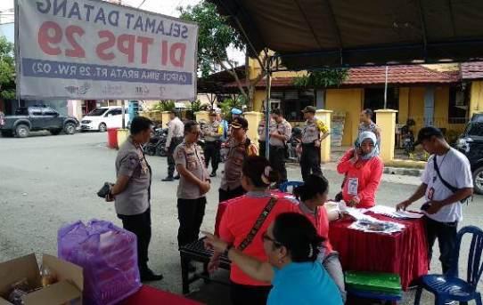 Kapolresta Banjarmasin dampingi Irwasda Polda Kalsel melaksanakan Pengecekan / Pemantauan TPS 29 di Aspol Bina Brata