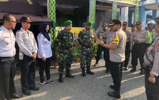 Berikan Motivasi dan Semangat, Kapolresta Banjarmasin Cek Pos pam/Yan dan Terpadu Operasi Ketupat Intan 2019