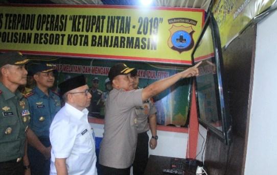 Kapolresta Banjarmasin Dampingi Kapolda Kalsel Cek Pospam dan Posyan dasn Pos Terpadu Ops Ketupat Intan 2019 di Banjarmasin