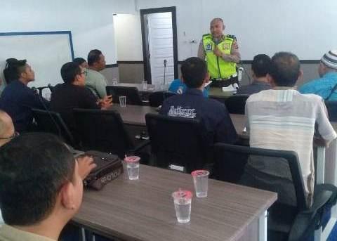 Satuan Lantas Polresta Banjarmasin Berikan Pembekalan Kepada Para Driver Angkutan Transportasi Massal