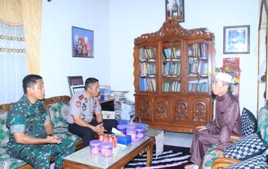 Silaturahmi : Kapolresta Banjarmasin Kunjungi Ketua MUI Kota
