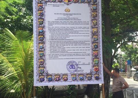 COVID-19 : Polresta Banjarmasin Dan Polsek Jajaran Pasang Spanduk Maklumat Polri