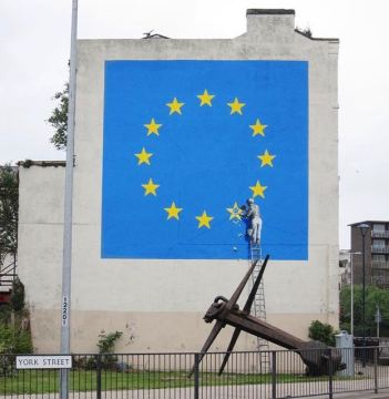 Banksy Brexit mural in Dover. 7 May 2017