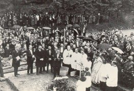 Pose de la 1ere pierre cérémonie